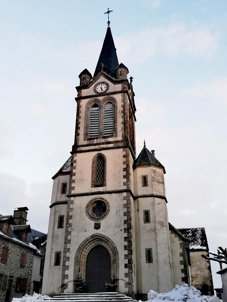 Église de Chaussenac en hiver