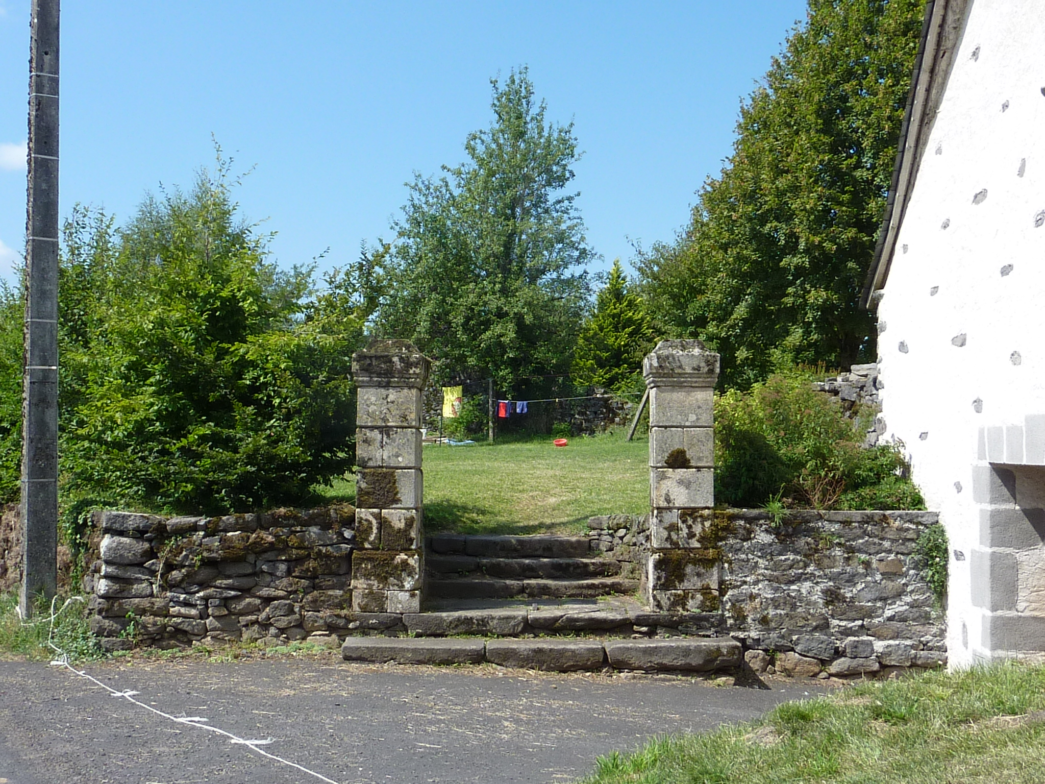 l'accès au jardin clos